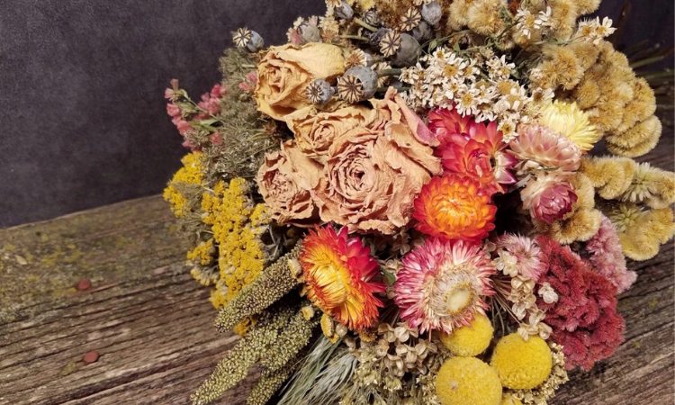 Creative fall decor ideas using dried flowers